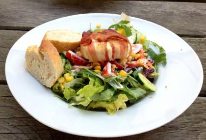 portobar Osnabrück Salat mit Ziegenkäse und Speck